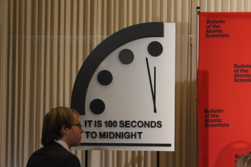이젠 분 단위도 아닌 초 단위…지구종말시계 100초 전으로(종합)