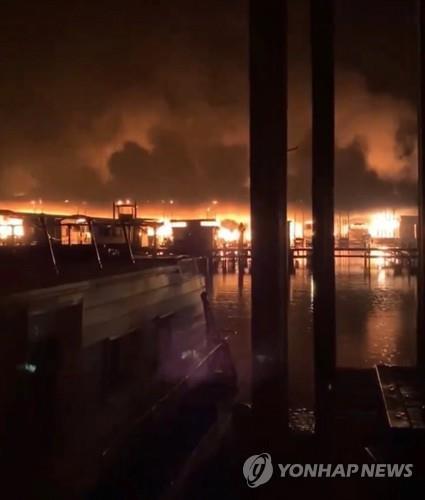 미 앨라배마주 테네시강 보트 선착장 대형화재로 8명 사망(종합)