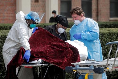 미 뉴욕주 사망 779명 늘어 하루 최다…애도 위해 반기 게양