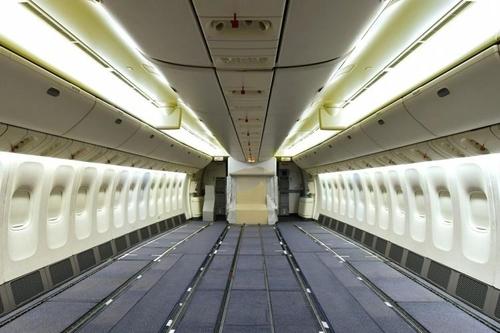 에미레이트항공, 눈물의 개조 여객 좌석 뜯어 화물기로