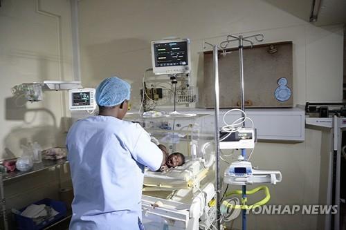 짐바브웨 한 병원서 하룻밤 신생아 7명 사산…간호사 파업에