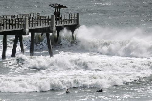 이사이아스 허리케인으로 세력 강화…미국 남동부 긴장