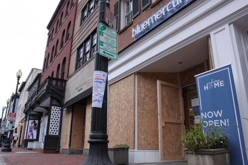 [르포] 여기 미국 맞나…대선 직전 워싱턴DC 상점 뒤덮은 합판
