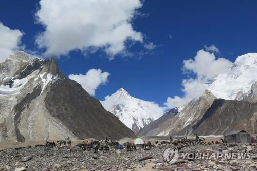 네팔 셰르파 10명 산악역사 다시 썼다…겨울철 K2 첫 등정