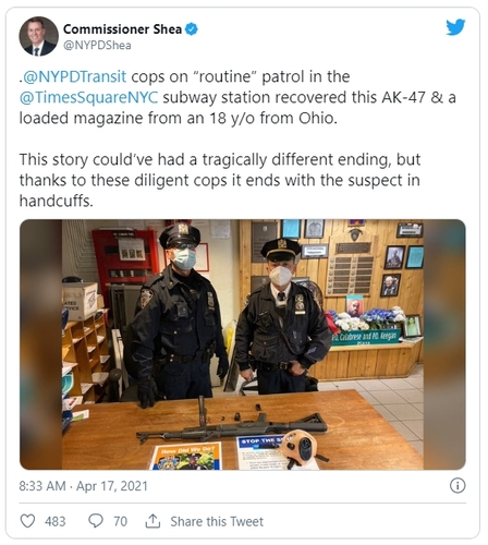 뉴욕 한복판에 AK-47 들고 나타난 18세 남성 체포