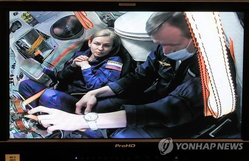 우주서 영화 찍는 러시아 美 NASA와 협력할 준비 돼
