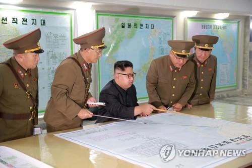 朝媒:金正恩送花圈悼念朝鲜战略军首任政委