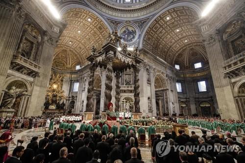 하늘 아래 두 교황 사제독신제 놓고 충돌하나(종합)