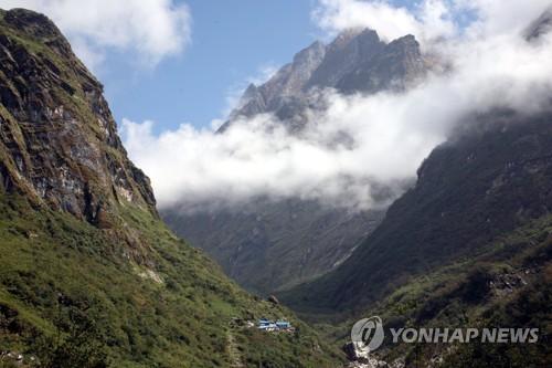 안나푸르나서 한국교사 4명 실종…악천후 속 수색구조 전력