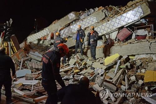 터키 동부 지진 사망자 29명·부상자 1천466명으로 늘어