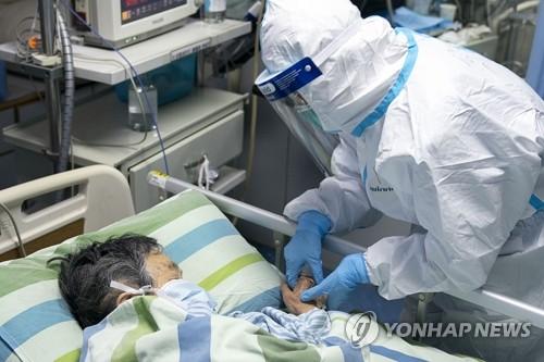 중국 우한 폐렴 확산일로…하루 새 사망자 15명 늘어(종합)