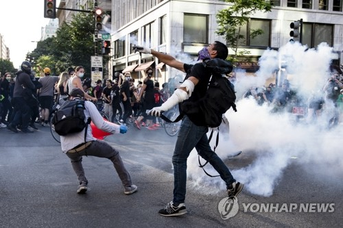 미군, 6월 백악관 앞 시위 때 탄환 수천발 준비했다