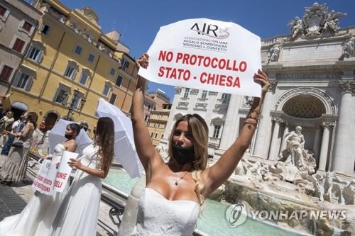 200명대 맴도는 이탈리아 일일 확진자…마스크 안쓰면 또 봉쇄