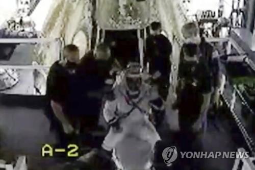 [2보] 미 우주인 2명 탄 스페이스X 캡슐, 해상으로 귀환