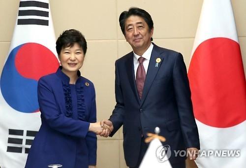 韩日首脑会晤 强调韩美日共同应对朝核挑衅