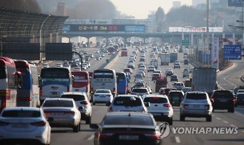 """韩国各大高速公路迎来中秋返乡探亲的""""秋运""""。(韩联社)"""