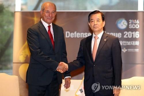 韩防长会晤禁止化学武器组织总干事