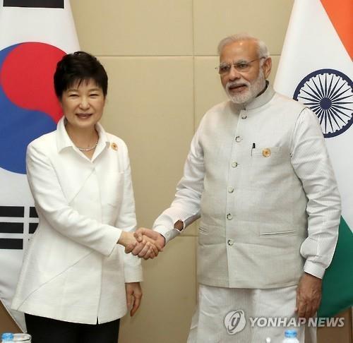 韩印领导人会晤 商定加快CEPA升级谈判