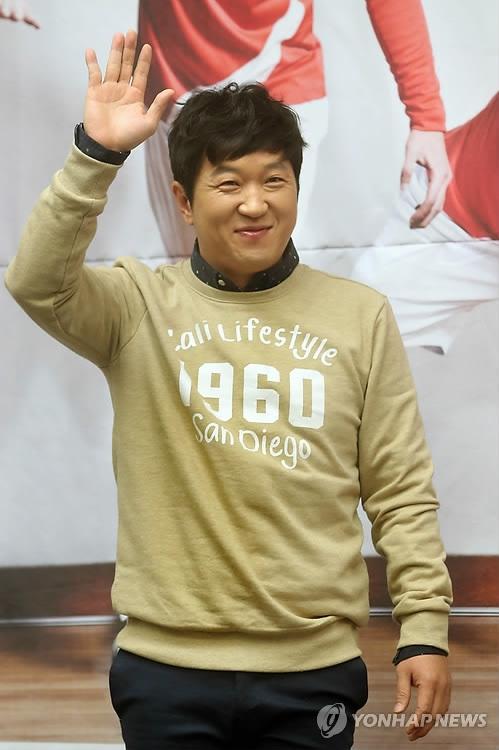 韩艺人郑亨敦Defconn组队将推单曲《决定》