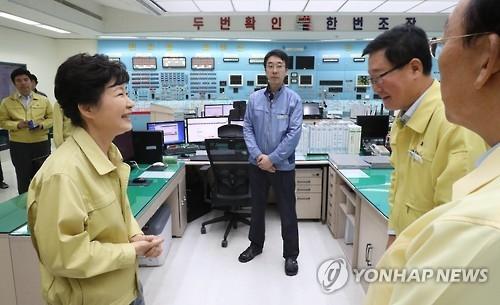 朴槿惠赴地震现场指示考虑将庆州定为特别灾区