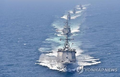 韩美海军在半岛东部海域实施精确打击演习