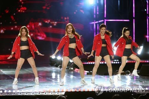 资料图片:2015年K-pop世界庆典现场照(韩联社)