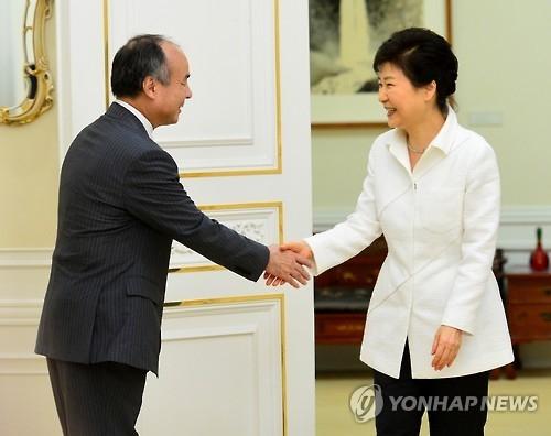 朴槿惠接见日本软件银行总裁孙正义