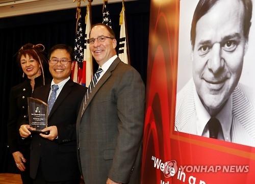 韩联社记者卢孝东获颁首届唐·奥博多佛记者奖