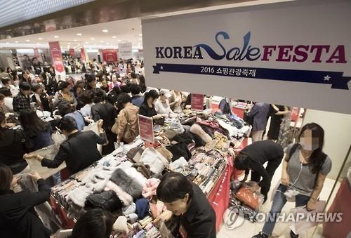 韩购物节效应凸显 百货和大型超市销售增逾10%