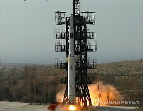 资料图片:2008年朝鲜发生光明星2号火箭。图片仅限韩国国内使用,严禁转载复制。(韩联社)