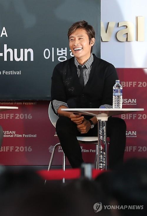 李炳宪:自己也要像父亲一样常带儿子看电影
