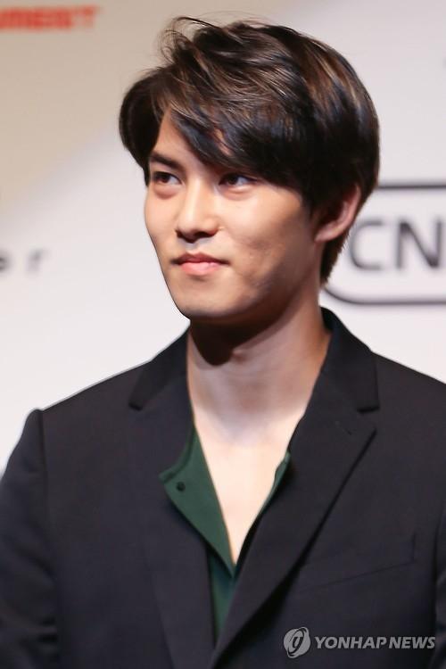 歌手李宗泫(韩联社)