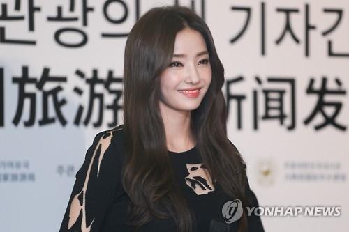 韩彩英将主演新片《邻家明星》