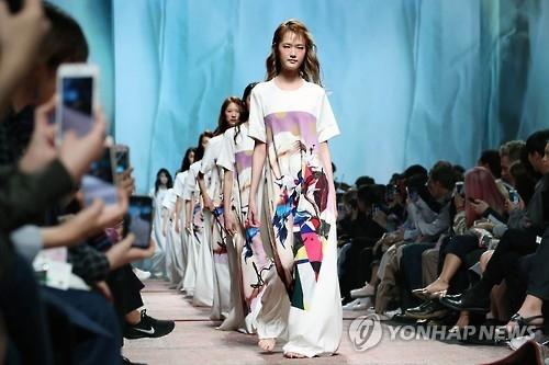 中国人气博主访韩宣传首尔时装周