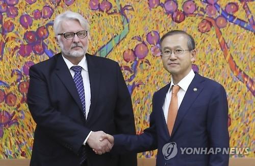 韩波兰外长会谈达成对朝施压共识