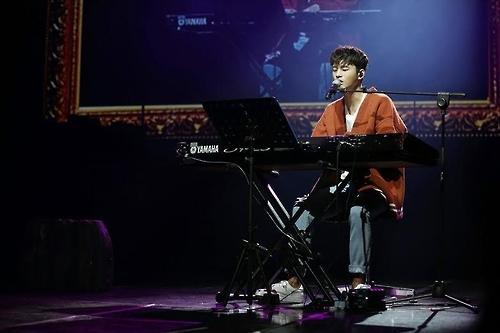 歌手兼演员徐仁国