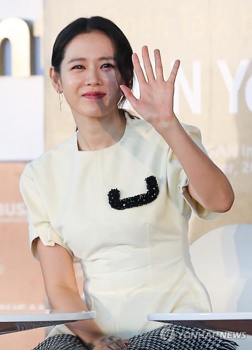孙艺珍李炳宪分获韩第36届影评奖最佳男女演员奖