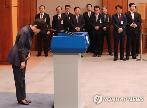 简讯:朴槿惠就亲信干政争议向国民道歉