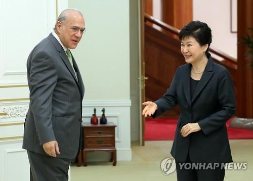 朴槿惠接见经合组织秘书长