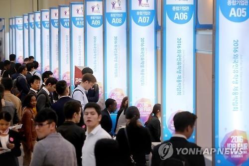 在韩外国留学生首破12万 中国人占近六成