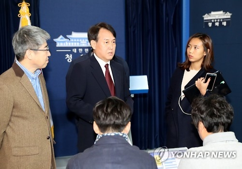 韩青瓦台:崔顺实涉嫌免检进出总统府在调查之列