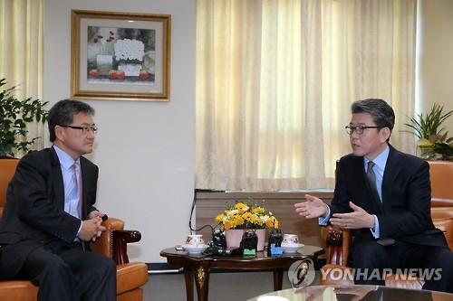 六方会谈韩美团长首尔会晤商讨朝核问题