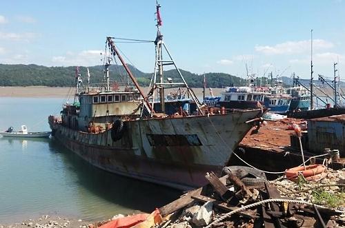 韩海警将报废一艘涉非法捕捞中国渔船