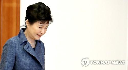 民调:朴槿惠支持率首次跌破10%