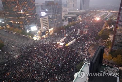 韩国民众大规模集会要求朴槿惠下台
