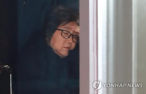 韩检方查证总统亲信崔顺实曾审阅青瓦台机密资料