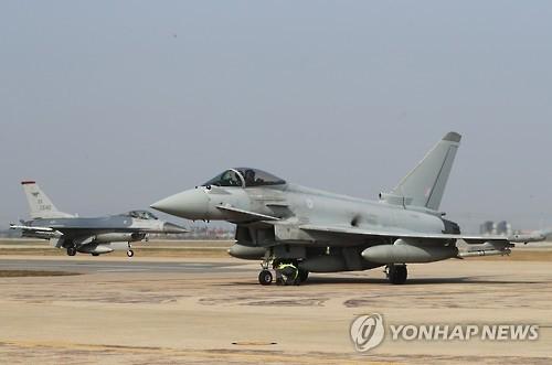 韩美英空军举行联演 台风战机首度飞抵半岛