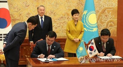 韩哈萨克首脑决定尽早启动韩欧亚经济联盟FTA谈判