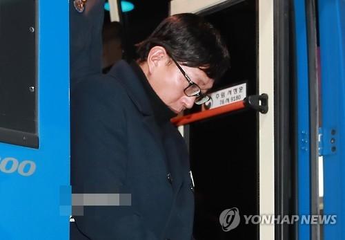 韩检方提请法院批捕崔顺实身边红人车恩泽