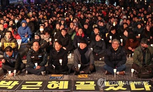 韩民众明日烛光集会或成亲信门局面分水岭 - 2